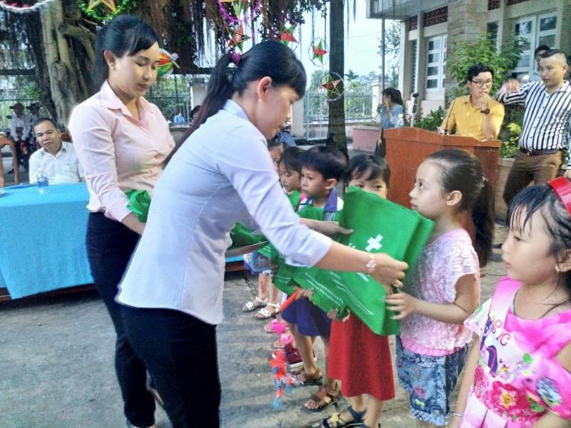 Bệnh viện Hoàn Mỹ Cửu Long phối hợp tổ chức trung thu cho hơn 700 trẻ em tỉnh Vĩnh Long