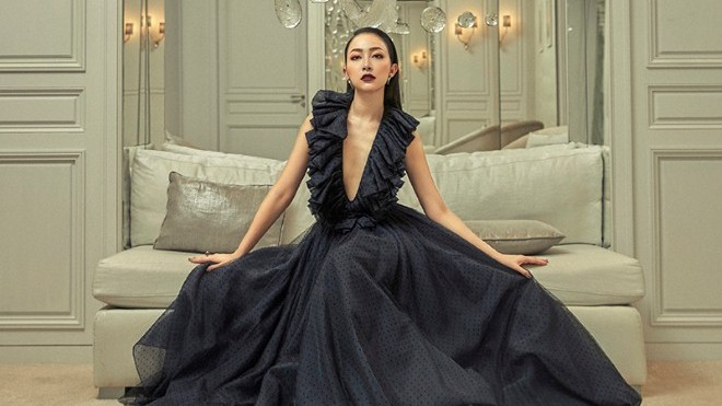 Linh Nga mặc váy 3 tầng, nặng 50kg cho đại nhạc hội Son II - Em mơ