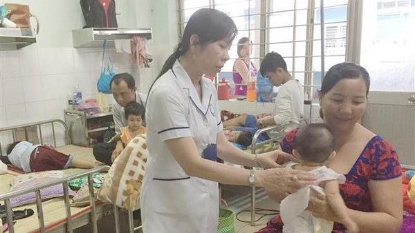 Bệnh tay chân miệng lây lan mạnh, khuyến cáo của Bộ Y tế