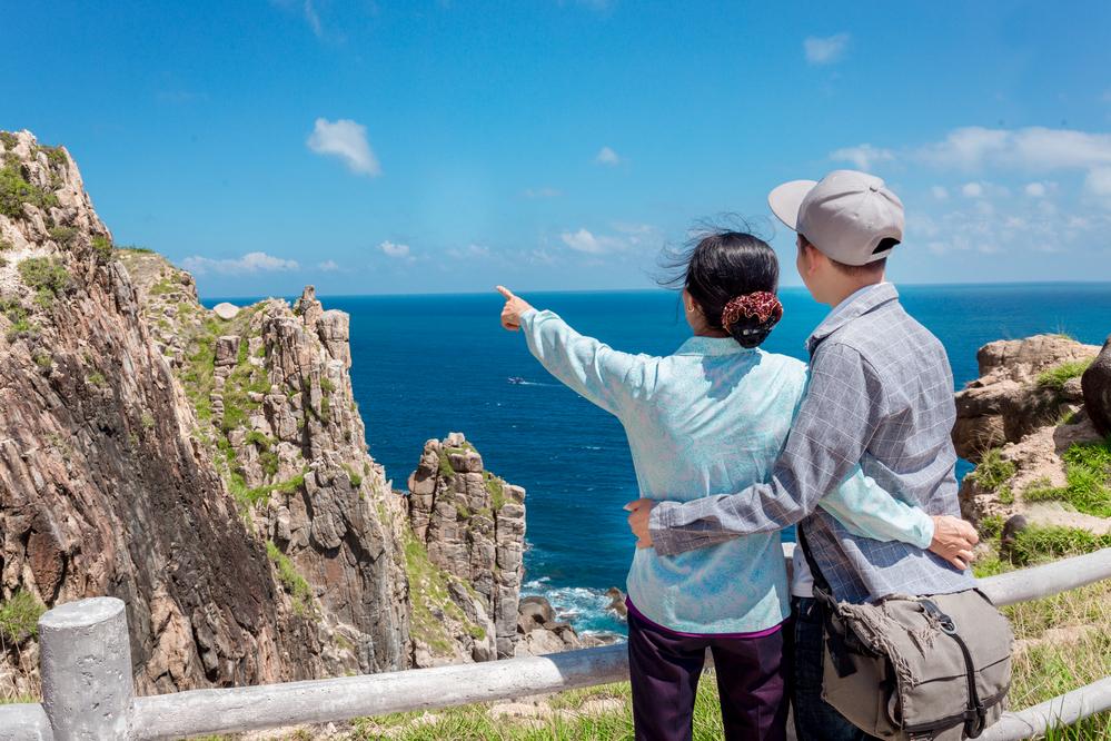 Đưa mẹ đi du lịch, Đưa mẹ đi chơi, Hoa vàng cỏ xanh, Du lịch Phú Yên, đưa mẹ đi chơi hà nội, đưa mẹ đi khắp thế gian, đưa mẹ du lịch, đưa mẹ du lịch ở đâu