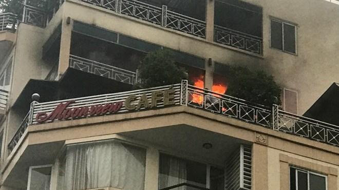 Hà Nội: Khách sạn phố cổ bốc cháy, nhiều người mắc kẹt