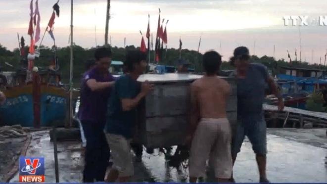 VIDEO: TP HCM di dời khẩn cấp hơn 4.000 dân tránh bão số 9