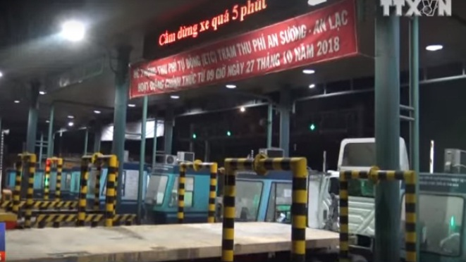 Hỗn loạn tại trạm thu phí An Lạc - An sương, TP. HCM