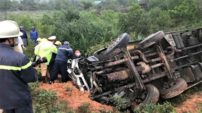 Quảng Trị lật xe ô tô tải làm 3 người thương vong