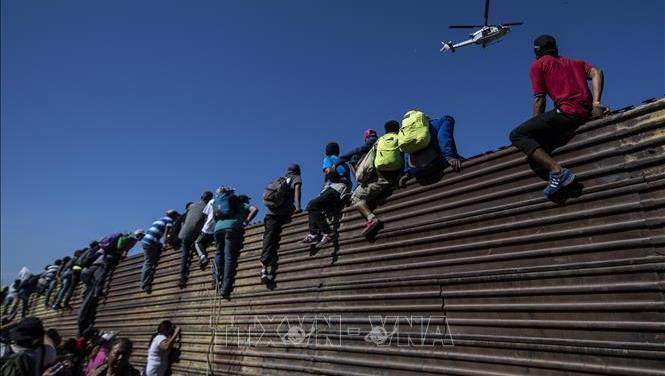 Tổng thống Mỹ sẽ 'qua mặt' quốc hội, Đảng dân chủ để xây bức tường biên giới?