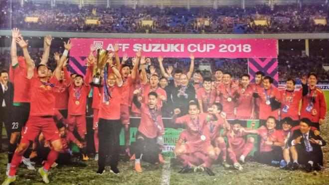 Nguyễn Á ra mắt sách ảnh về bóng đá Việt Nam 2018