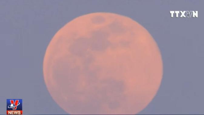 VIDEO: Ngắm siêu trăng tuyết rực rỡ trên bầu trời trái đất