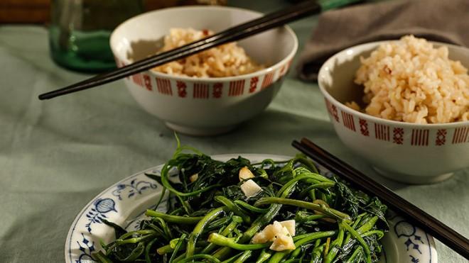 Sống chậm cuối tuần: Nhớ bữa cơm 'nhiều rau'