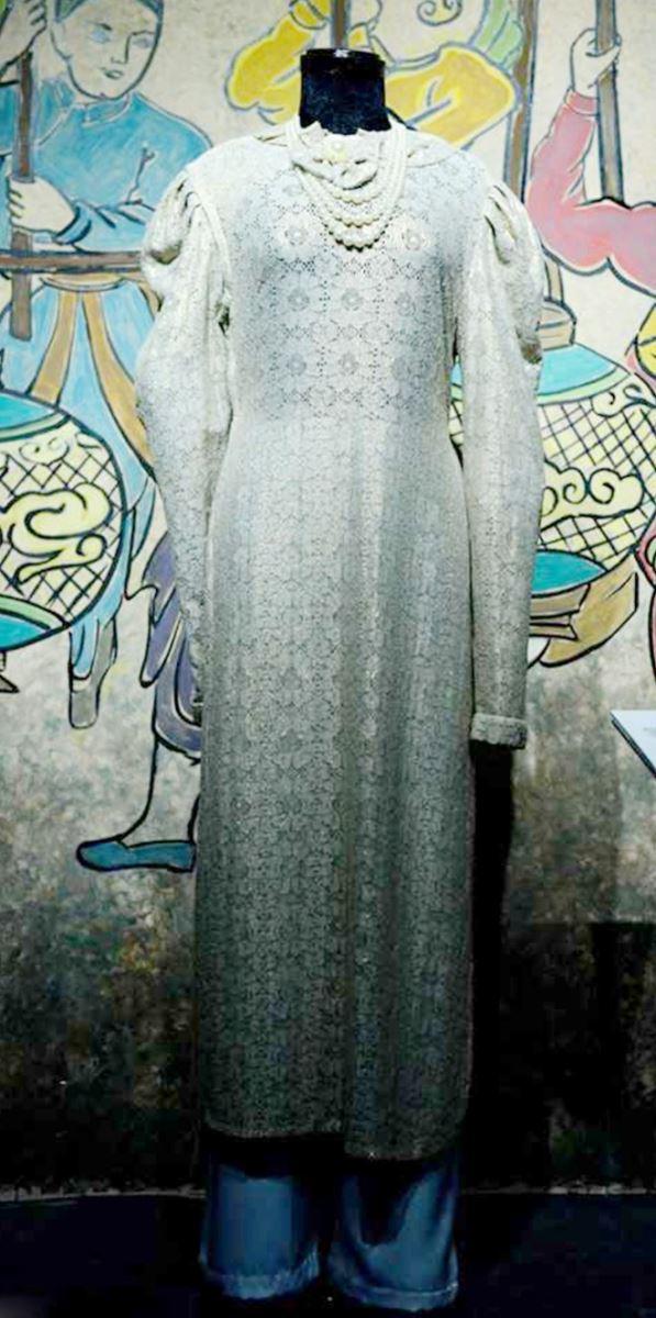 Áo dài Tân thời (từ năm 1934) được khởi xướng bởi họa sĩ Nguyễn Cát Tường)