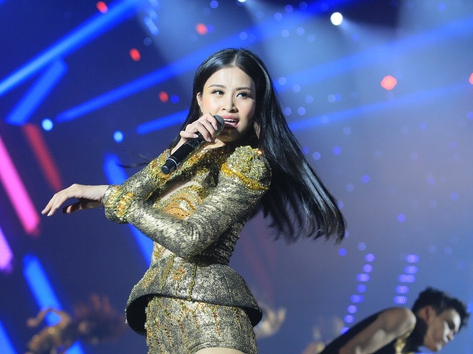 Đông Nhi được mời diễn ở Jarkata cùng ngôi sao Grammy Dua Lipa