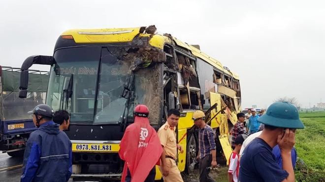 Nam Định: Tai nạn ô tô liên hoàn trên đoạn đường dẫn kết nối cao tốc Cầu Giẽ - Ninh Bình