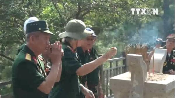 Hàng vạn người viếng mộ Đại tướng Võ Nguyên Giáp