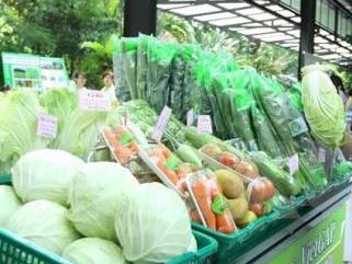 Nắng nóng khiến giá rau quả tăng mạnh