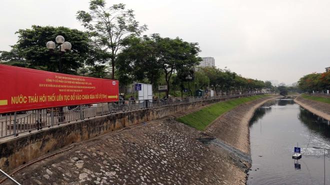 Sông Tô Lịch giảm mùi hôi sau 4 ngày thử nghiệm công nghệ xử lý nước của Nhật Bản