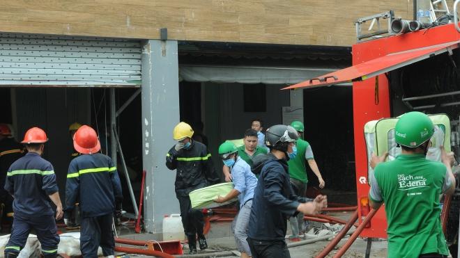 Thành phố Hồ Chí Minh: Công ty cháy lớn lan sang nhà dân, nhiều tài sản bị thiêu rụi