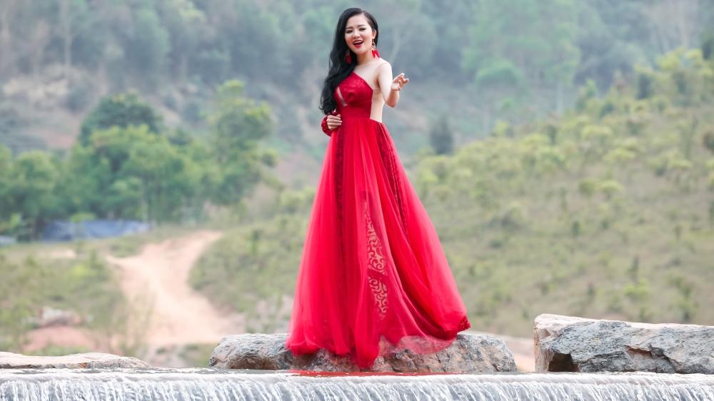 MV đầu tay của Thuỳ Dung Sao Mai: Những khuôn hình đẹp và giọng hát điêu luyện