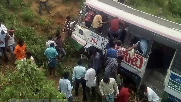 Tai nạn xe buýt thảm khốc ở Ấn Độ, ít nhất 31 người thiệt mạng