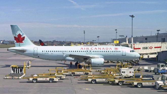 Máy bay Canada chở 284 người phải hạ cánh khẩn cấp