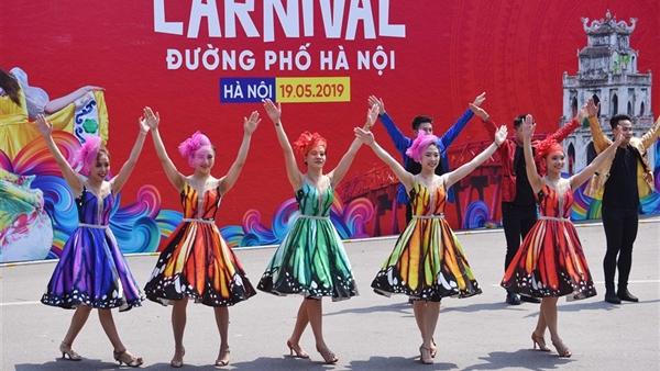 Sôi động Carnival đường phố Hà Nội kỷ niệm '20 năm Thành phố Vì hòa bình'