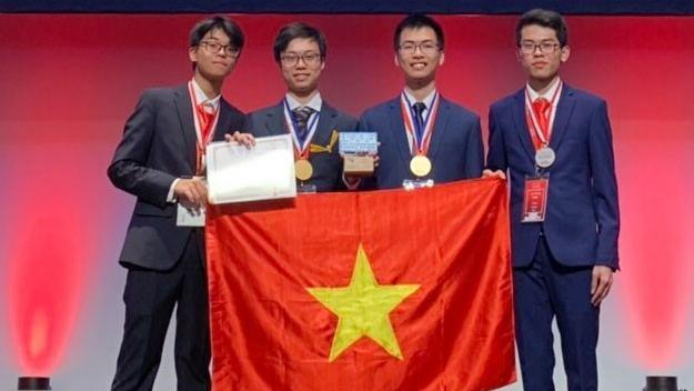 Lần đầu tiên học sinh Việt Nam giành điểm tuyệt đối phần thi thực hành tại Olympic Hóa học quốc tế năm 2019