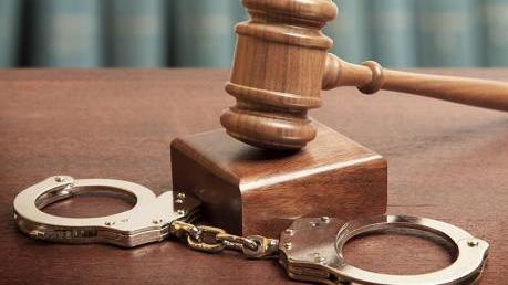 Truy tố 3 bị can nguyên là cán bộ công an nhận hối lộ