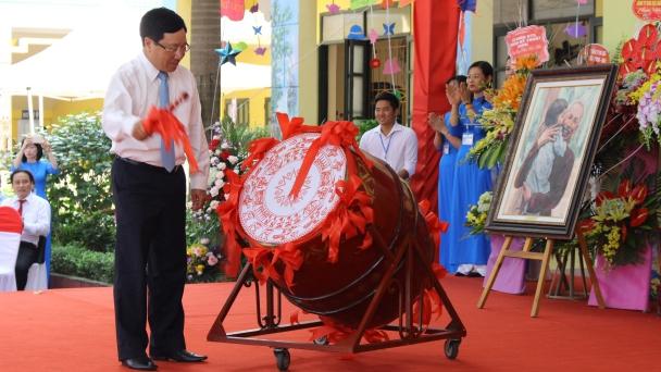 Phó Thủ tướng Chính phủ Phạm Bình Minh dự lễ khai giảng năm học mới tại tỉnh Bắc Giang