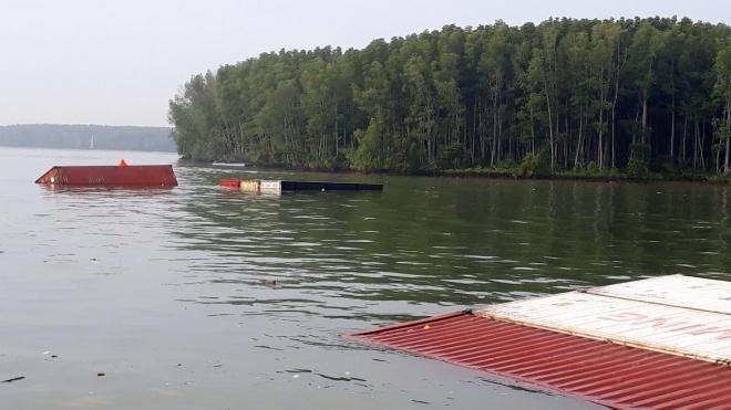 Chìm tàu chở gần 300 container trên sông Lòng Tàu TP HCM