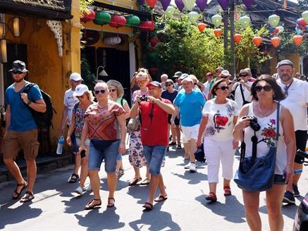 Du lịch Việt Nam: sao không 'mở lối' mời khách ?