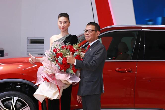 Vinfast Lux SA2.0 gia nhập bộ sưu tập xe đắt giá của đả nữ Ngô Thanh Vân