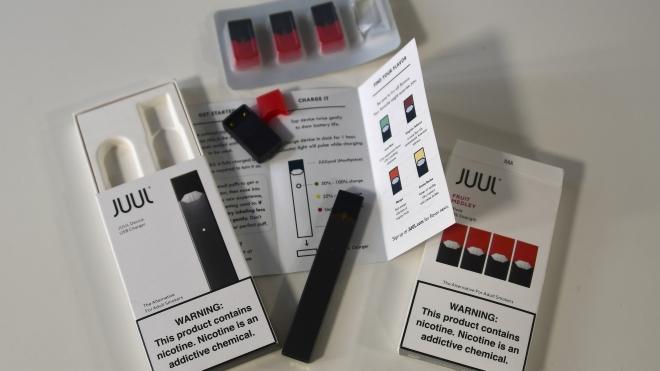 Mỹ xác định 'thủ phạm' gây bệnh phổi ở những người hút thuốc lá điện tử