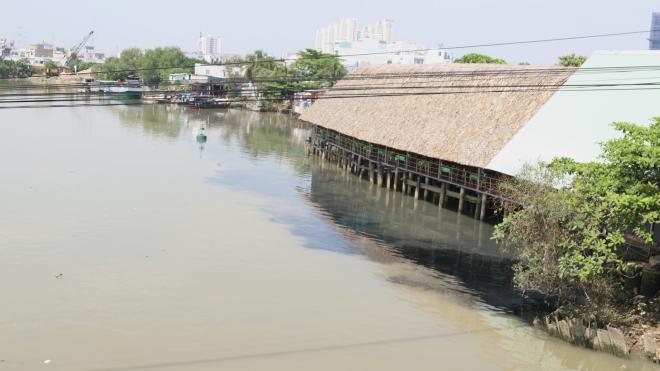 Nan giải vấn nạn lấn chiếm bờ sông ở TP HCM: Đua nhau chiếm dụng bờ sông