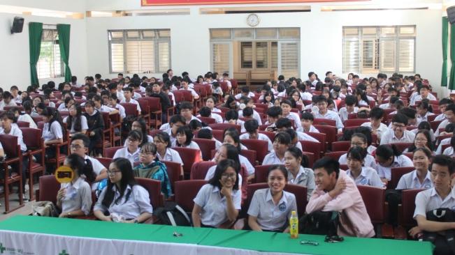 Trang bị kỹ năng sơ cấp cứu cho 300 học sinh lớp 12 trường THPT Nam Hà