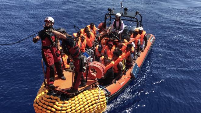 Tàu chở người di cư bị chìm ngoài khơi Mauritania, 57 người thiệt mạng
