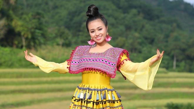 Sao mai Lương Hải Yến chật vật trèo núi cao trơn trượt để quay 'Bài ca trên núi'