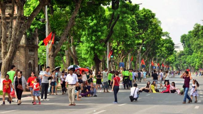 Sau 3 năm hoạt động, phố đi bộ hồ Hoàn Kiếm luôn 'hút khách' ở mức cao