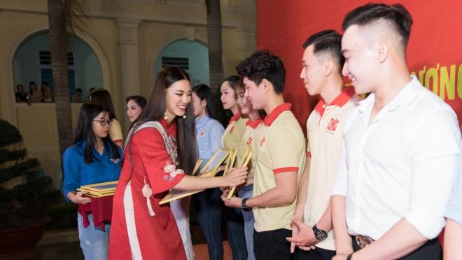 Á hậu Kim Duyên trích 80 triệu đồng tiền thưởng tặng học bổng tại Cần Thơ