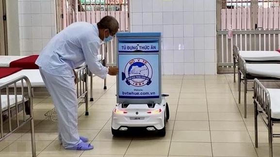 Dịch COVID -19: Robot Tâm An, nhân viên y tế đặc biệt phục vụ người cách ly