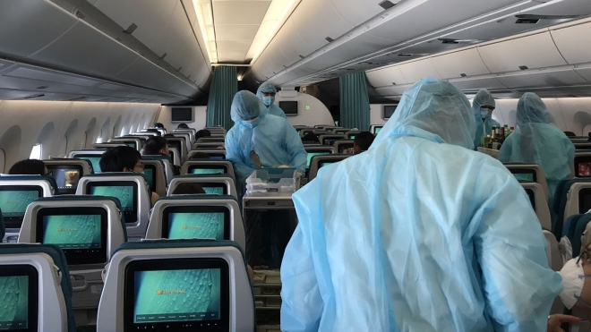 Dịch COVID-19: Vietnam Airlines hạn chế bay nội địa và trang bị bảo hộ y tế đặc chủng cho tổ bay