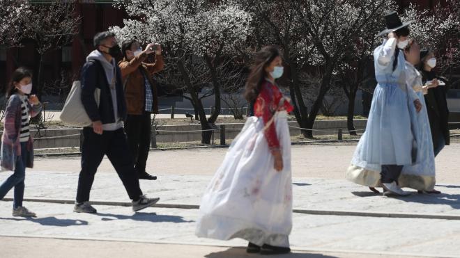 Dịch COVID-19: Giáo viên Hàn Quốc đề nghị lùi lịch khai giảng năm học mới