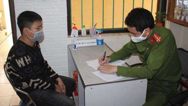 Khởi tố, bắt tạm giam đối tượng cướp máy đo thân nhiệt tại chốt kiểm soát phòng, chống dịch COVID-19