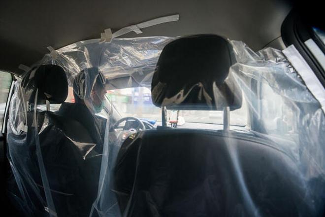 Tài xế xe công nghệ trong bão Covid-19: Khi 'cửa thoát' nguy cơ thành 'cửa hiểm'