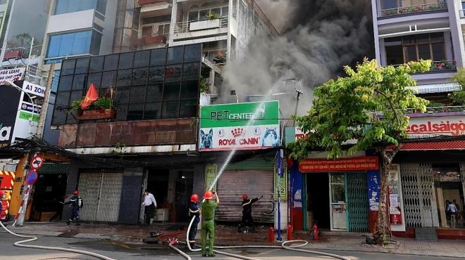 Cháy lớn thiêu rụi nhiều tài sản tại cửa hàng Pet Center tại Thành phố Hồ Chí Minh