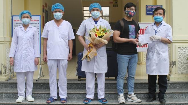 Thêm 5 bệnh nhân mắc COVID-19 ở 3 cơ sở y tế được công bố khỏi bệnh