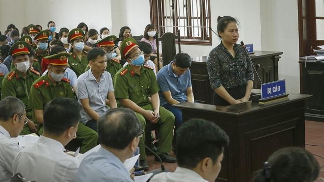 Xét xử sơ thẩm 15 bị cáo trong vụ gian lận điểm thi THPT quốc gia tại Hòa Bình