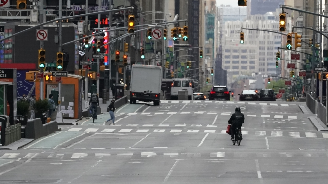 Dịch Covid-19 giảm, bang New York, Mỹ từng bước mở cửa trở lại nền kinh tế