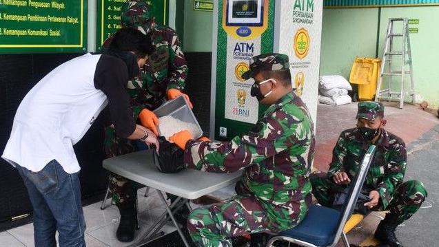Dịch COVID-19: Indonesia nhân rộng mô hình 'ATM gạo' hỗ trợ dân nghèo