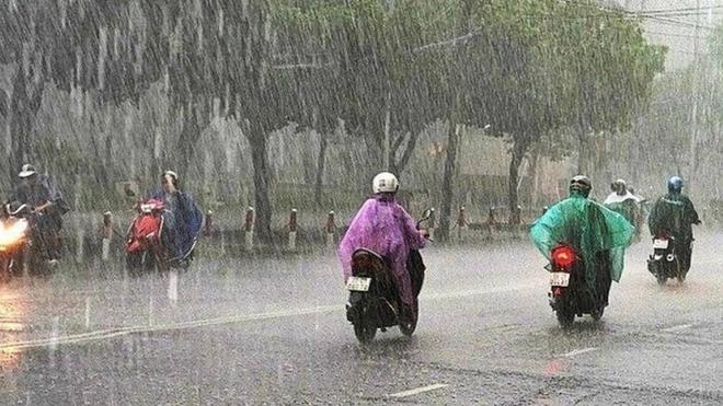 Thời tiết: Bắc Bộ mưa dông, Trung Bộ có nắng nóng diện rộng