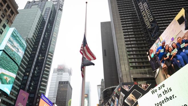 Dịch viêm đường hô hấp cấp COVID-19: Mỹ treo cờ rủ tưởng niệm các nạn nhân của dịch bệnh