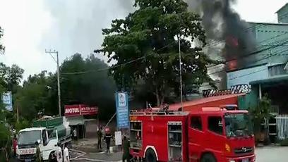 Cháy lớn tại cây xăng làm 1 người chết, 2 người bị thương