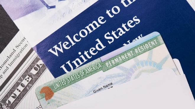 Mỹ ngừng cấp thẻ xanh định cư cho đến cuối năm 2020